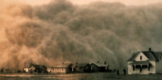 dust storm approaching Stratford, Texas, 1935 [PD]