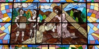 Stations of the Cross stained glass - Veronica wipes the face of Jesus - Image by Enrique López-Tamayo Biosca under CC BY 2.0