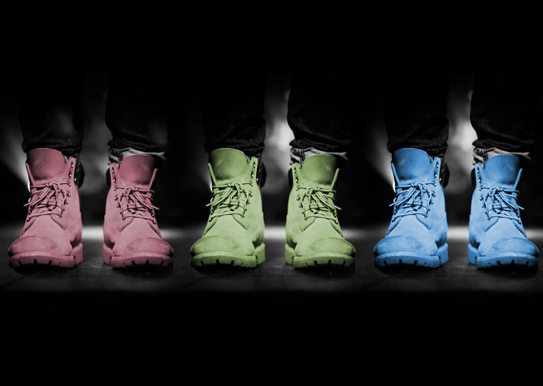 3 pairs of shoes in different colors - image by Three-shots from Pixabay