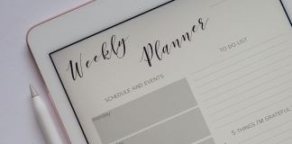 to-do list - weekly planner - photo by Plush Design Studio on Unsplash