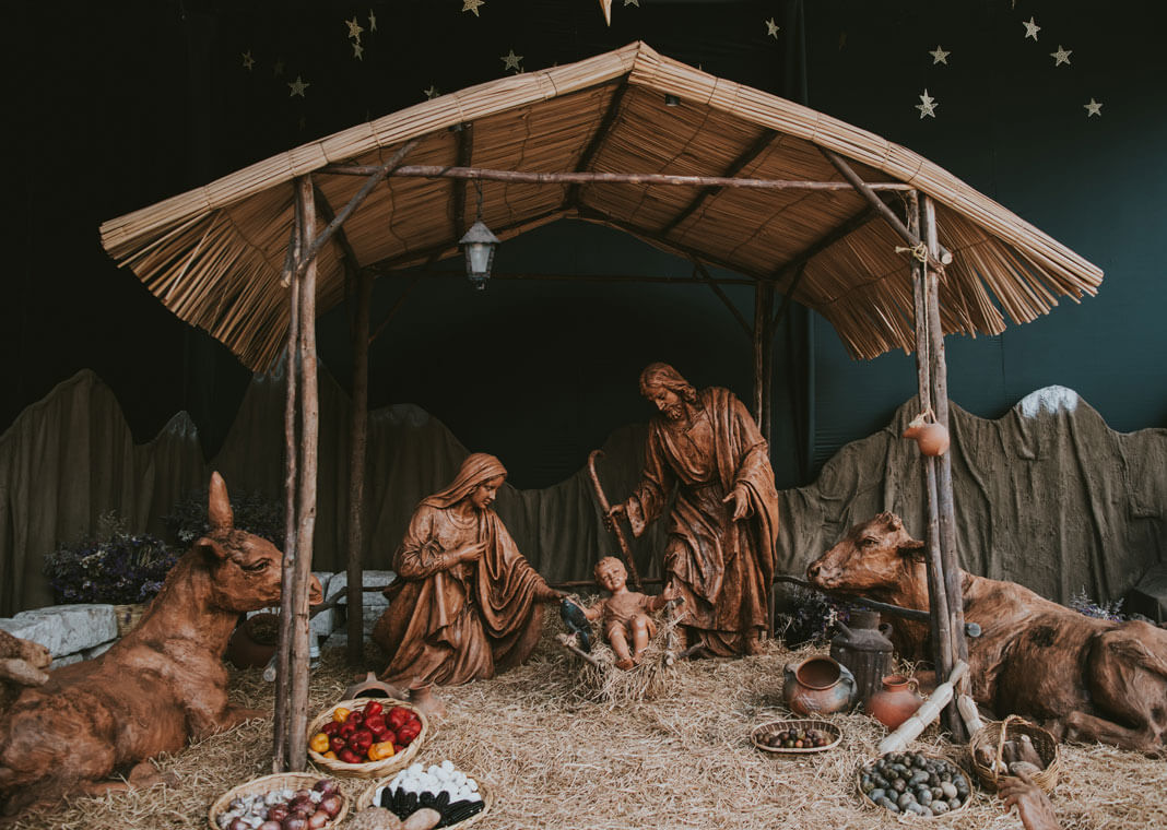 Nativity - photo by Walter Chávez on Unsplash