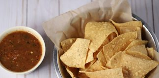 tortilla chips and salsa - image by adamlot from Pixabay