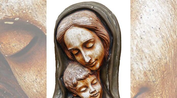 Mary and child carving via Pixabay