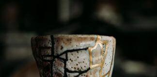 Kintsugi cup - photo by Motoki Tonn on Unsplash