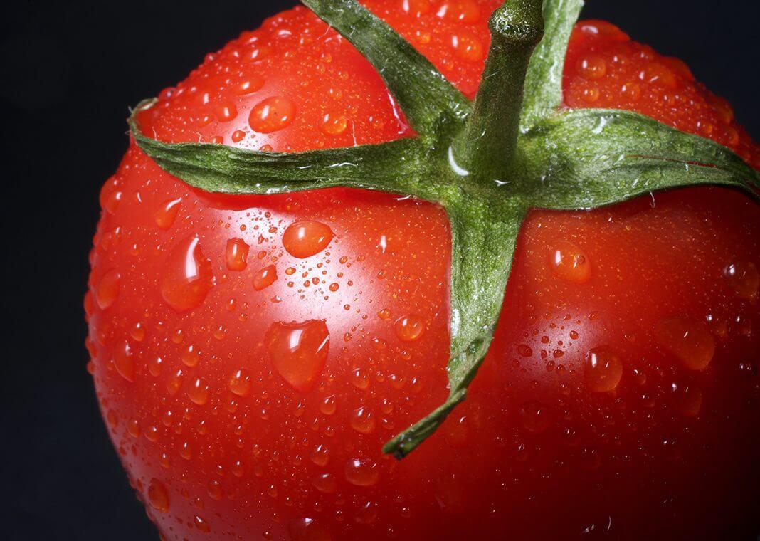 tomato - photo by Immo Wegmann on Unsplash