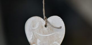 wooden heart on string - photo by Bicanski on Pixnio