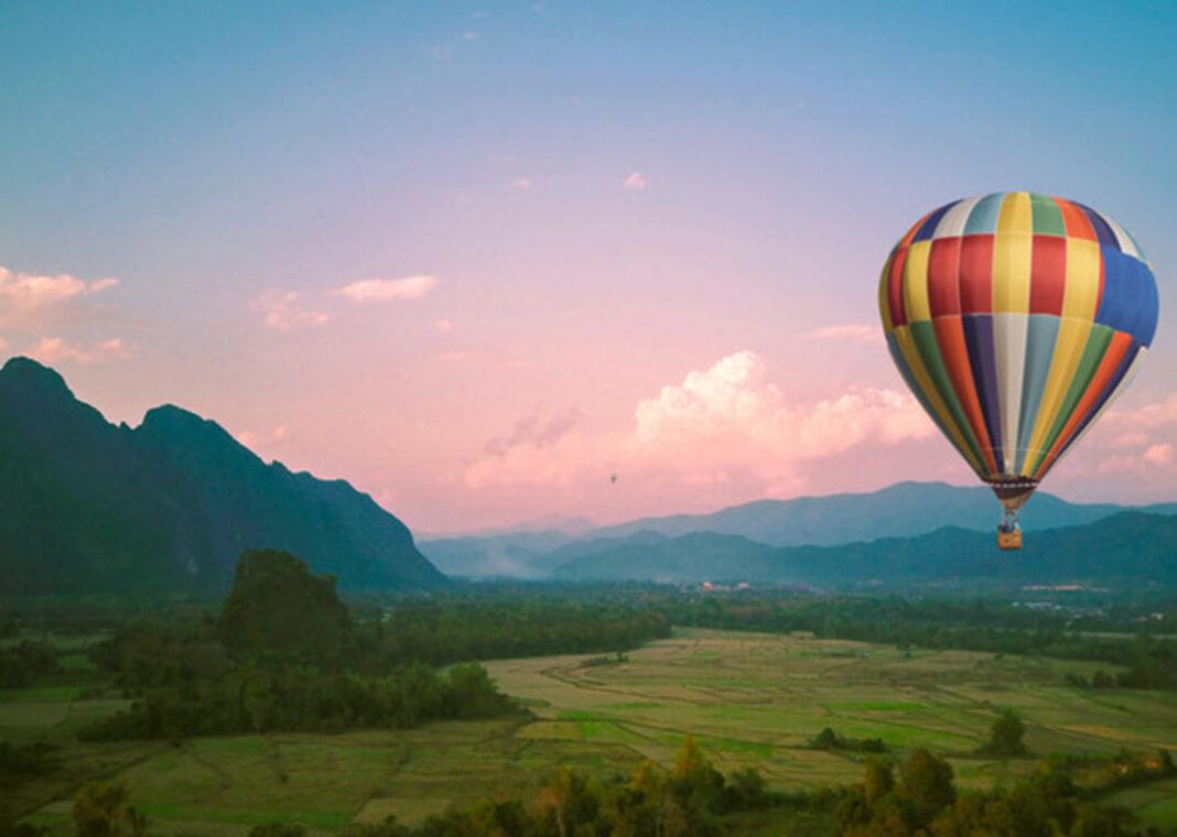hot air balloon - Danienarin/Shutterstock.com
